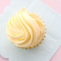 Lakris & Bringebær Iskake - Passion For baking Angel Food Cupcakes, Angel Food Cake, Homemade Donuts, Homemade Marshmallows, Meringue Pie, Meringue Kisses, Vanilla Mousse, Donut Recipes, Cake Recipes