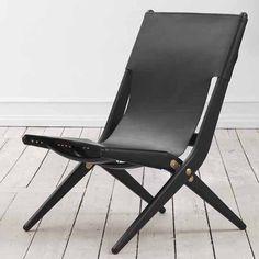 Bestel @SOOO.nl: de loungechair stoel Saxe van By Lassen in zwart eikenhout met zwart leer.