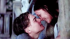 Romeo and Juliet kissing - Leonardo DiCaprio and Claire Danes (click on image twice to view the animated gif)