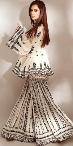 Party Wear Indian Dresses, Designer Party Wear Dresses, Kurti Designs Party Wear, Indian Fashion Dresses, Indian Designer Outfits, Girls Fashion Clothes, Dress Indian Style, Fashion Outfits, Fancy Dress Design