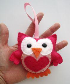 Valentine Felt Owl, Mini Owl, Hot pink felt owl Roll A valentine owl? Owl Crafts, Cute Crafts, Crafts To Make, Arts And Crafts, Owl Ornament, Felt Ornaments, Valentine Day Crafts, Holiday Crafts, Fabric Crafts