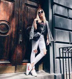 Mais um Street Style em NY: Blazer Pied de Poule + T-shirt rocker + Jeans branco + Bolsa Crossbody, tudo POP UP STORE e tênis NIKE!