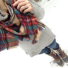 Instagram @headedoutthedoor #ootd for Day 22 of #shopyourcloset2015 || @gap sweater | @targetstyle scarf | @vigossusa jeans | @sorelfootwear boots