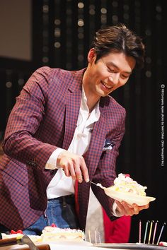 Saturday 🎂🎂🎂Credit and Thank to the Owner Hyun Bin, Asian Actors, Korean Actors, Korean Idols, Korean Drama, Korean Star, Korean Men, Handsome Actors, Handsome Man