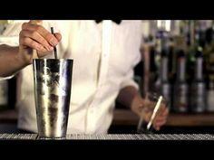Ligesom mojito'en er blevet vældig populær, har også cocktailen Cosmopolitan fundet vej til flere og flere drinkskort i den senere tid. En del af populariteten i Danmark (og generelt vestlige lande) tør jeg godt tilskrive tv-serien Sex and the city, der har gjort det sexet og sjovt at drikke cocktails -- ikke kun Cosmopolitan, men over en bred k...