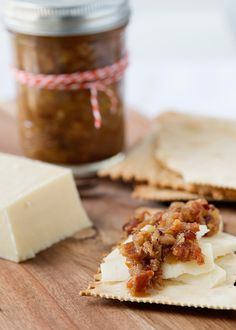 Bacon Jam Recipe ~ for the bacon lovers among us, this is also a great homemade gift for brunch invitations