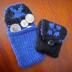 Free pattern designed to introduce different techniques for Double Knitting. Learn some new stuff and get a little coin purse out of it!