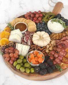 Charcuterie Recipes, Charcuterie Platter, Charcuterie And Cheese Board, Cheese Boards, Fall Recipes, Holiday Recipes, Healthy Recipes, Healthy Food, Appetizer Buffet