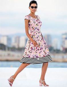 22a9426954b30c Kleid mit frischem Blütenprint, pastellrose/multicolor, lila, pink, rosa |  MADELEINE Mode Schweiz