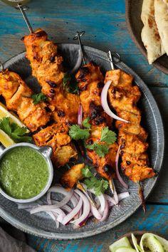 Spicy yogurt chicken with cucumber mint chutney foodfashionparty Tandoori Recipes, Spicy Chicken Recipes, Kebab Recipes, Healthy Dinner Recipes, Indian Food Recipes, Cooking Recipes, African Recipes, Healthy Breakfasts, Thai Recipes