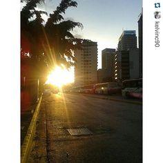 #Repost @kelvinc90 with @repostapp. ・・・ En busca de una puerta ? Aqui la tienes. #atardecercriollo #atardecerccs #atardecer #atardeceres #unatardecer #unatardecercaraqueño #unatardediferente #ig_best_sunset #ig_venezuela_pro #instazise #instaatardecer #caracas #ccs #venezuela #vzla_natural  #loves_sunset #increiblevzla  #1atardecervenezolano #venezuelaencuadros #nuestravenezuela #loves_venezuela #instapro_ve #ocaso