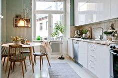 Trends come and go … How not to be had and imagine a kitchen you will not get tired? We give you the keys of a kitchen in which you will feel good even in a few years. Kitchen Dinning, Home Decor Kitchen, Home Kitchens, Dining Room, Cute Home Decor, Cheap Home Decor, Design Your Dream House, House Design, Home Interior
