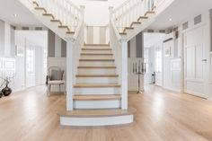 Hall med meters takhøyde i Ladegaard fra BoligPartner House Design, New Home Designs, House, Staircase Design, Stairs, Home, Interior, Bedroom Design, Home Decor