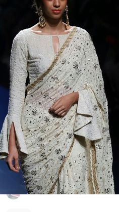 6 Indian Blouse Designs That Make For Perfect Bridal Inspiration For You, Straight Off The Runway Sari Blouse Designs, Fancy Blouse Designs, Designer Blouse Patterns, Saree Blouse Patterns, Trendy Sarees, Stylish Sarees, Sleeves Designs For Dresses, Stylish Blouse Design, Saree Trends