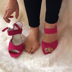 High heel sandal shoes for women with bunions. De in a wide fitting Dressy Shoes, Casual Shoes, Clarks, Bunion Shoes, Wide Shoes, Thigh High Boots, Black Pumps, Summer Shoes, Comfortable Shoes