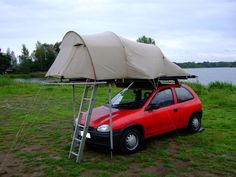View topic - roof tent self Built, on the car roof tents - so it goes Small Camping Trailer, Truck Camping, Camping World, Camping And Hiking, Camping Gear, Roof Rack Tent, Diy Roof Top Tent, Diy Tent, Top Tents