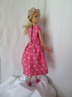 Robe à pois pour poupée barbie. Tuto.