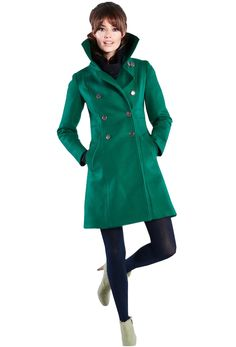 A stylish vegan coat in a gorgeous emerald color is all you need this winter. Love this vegan wool free coat! More on www.addresschic.com. Best winter coat.
