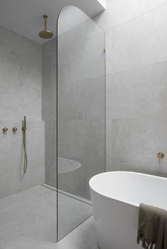 Bad Inspiration, Bathroom Design Inspiration, Laundry In Bathroom, Small Bathroom, Bathroom Showers, Concrete Bathroom, Stone Bathroom, Concrete Wall, Bathroom Faucets