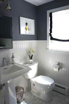 Salle de bain grise soubassement lambris peinture laque blanche
