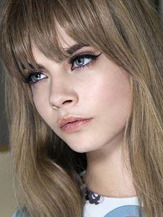 Linke lijnen - Dit zijn dé make-uptrends van dit najaar #blush #eyeliner #model #beauty #makeup #ELLE