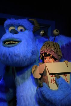 Sully + Boo, Monsters Inc. Monsters Inc Movie, Monsters Ink, Disney Monsters, Sully And Boo, Monster Co, Baby Girl Wallpaper, Disneyland California Adventure, Disney Phone Wallpaper, Old Disney