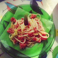 Spaghetti con pomodoro, fiori di zucca e stracchini