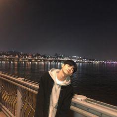 Image may contain: people standing, outdoor and water Cute Korean Boys, Korean Girl, Pretty Boys, Cute Boys, Ong Seung Woo, Han River, Park Seo Joon, Cha Eun Woo Astro, Korea Boy