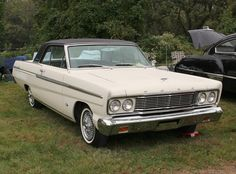 1965 Ford Fairlane 500 2-Door Hardtop Ford America, Amazing Cars, Awesome, Ford Torino, Ford Lincoln Mercury, Old School Cars, Ford Fairlane, Old Fords, Car Ford