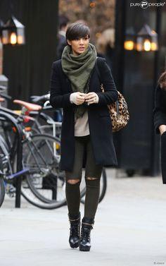 Frankie Bridge enceinte dans les rues de Londres, le 1er février 2015