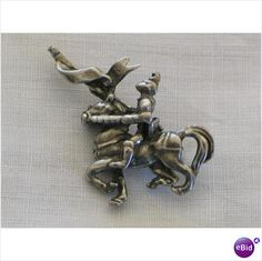 Vintage Hollywood Brooch, Medieval Knight On Horse Listing in the Costume,Antique & Vintage,Jewellery & Watches Category on eBid United Kingdom