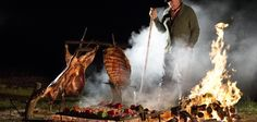 Cooking Argentine Asado - Learn About History and Recipes Fire Cooking, Outdoor Cooking, Gaucho, Francis Mallman, Meat Art, Netflix, Fire Food, Tv Chefs, Grill Master