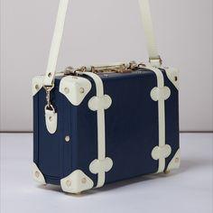 Cute Luggage, Vintage Luggage, Luggage Bags, Designer Travel Bags, Luxury Luggage, Travel Bag Essentials, Leather Suitcase, Cute Box, Divas