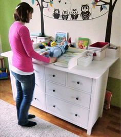 Most recent Cost-Free Baby changing kit for Hemnes dressers Strategies On one of my really regular trips to IKEA I came across cheaper lacking platforms that have been an Diy Changing Table, Changing Unit, Changing Bag, Baby Ikea, Ideas Habitaciones, Breastmilk Storage Bags, Baby Zimmer, Ikea Hacks, Diy Hacks