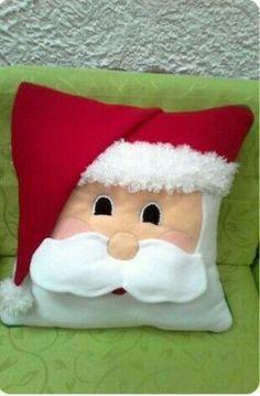 By Valentina Botero - Salvabrani Christmas Cushions, Christmas Pillow, Felt Christmas, Homemade Christmas, Christmas Ornaments, Christmas Holidays, Diy Christmas Decorations Easy, Christmas Projects, Felt Crafts