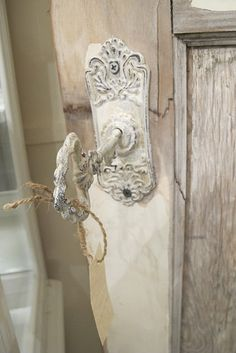 This shabby chic .loveee for kaylas shabby chic room w rustic luxe key decor Old Door Knobs, Door Knobs And Knockers, Knobs And Handles, Door Handles, Copper Handles, Old Doors, Windows And Doors, Barn Doors, Sliding Doors