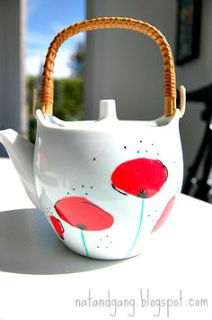 DIY Poppy Teapot with Deco Color markers - you could do the same design on a plate or a mug...