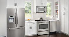 stove and dishwasher side by side, also microwave range hood Smeg Kitchen, Kitchen Storage, Kitchen Cabinets, Kitchen Appliances, Black Dishwasher, Built In Dishwasher, Small Kitchen Layouts, Kitchen On A Budget, Kitchen Ideas