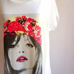 """NWOT Flower Child Top OFFERS WELCOME. PLEASE USE THE OFFER BUTTON. I DO NOT NEGOTIATE PRICE IN THE COMMENTS. NWOT tee. Very soft material. 28"""" long, 22"""" across at bustline. 60% cotton, 40% polyester. Size large. Super cute!!! Forever 21 Tops Tees - Short Sleeve"""