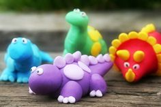 how to make fondant dinosaur cupcake toppers Dinosaur Cupcake Toppers, Dinosaur Birthday Cakes, Dinosaur Cake, Dinosaur Party, Dinosaur Pics, Fondant Cake Tutorial, Fondant Toppers, Fondant Cakes, Cupcake Cakes