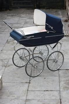 Mooie Oude kinderwagen van Van Delft Vintage jaren 60 - 70