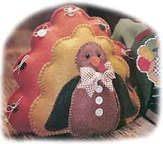 Thanksgiving turkey crafts for kids, toddlers, preschoolers, kindergarteners, and adults. Kids Crafts, Fall Crafts, Holiday Crafts, Craft Projects, Sewing Projects, Craft Ideas, Easy Projects, Decor Crafts, Turkey Pattern