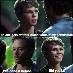 Peter Pan-Ninguém nunca escapou da minha ilha sem minha permissão antes.Neal-Eu já fiz isso antes.Peter Pan-Fez?