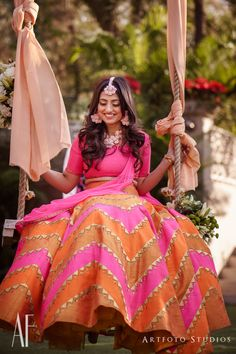 Find top amazing chevron pattern lehenga designs for weddings. Beautiful Chevron Lehenga designs for brides and bridesmaids must check out once. Mehndi Outfit, Sangeet Outfit, Mehndi Dress, Pink Wedding Dresses, Indian Wedding Outfits, Indian Outfits, Bridal Dresses, Lehenga Wedding, Desi Wedding