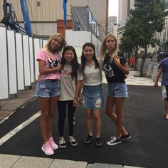 Lisa and Lena with fans in Tokyo
