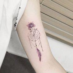 capteur de rêve et modèle de tatouage de bras pour femme