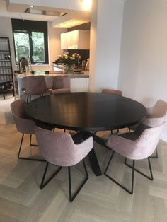 Dinning Tables And Chairs, Natural Wood Furniture, Happy New Home, Dining Room Inspiration, Cozy Living Rooms, Kitchen Interior, Kitchen Dining, Decoration, Sweet Home