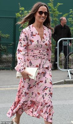 Duke and Duchess of Cambridge attend final day of Wimbledon Duchess Kate, Duke And Duchess, Duchess Of Cambridge, Kate And Pippa, Kate And Meghan, Pippa Middleton Dress, Middleton Family, Red And White Outfits, Wimbledon Final