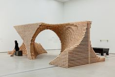 Spiral Sculpture in Wooden Modules – Fubiz™ #Woodlovers From now to infinity, an amazing spiral sculpture or a game of pixelated construction in National Museum of Modern and Contemporary Art, in Korea