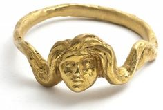 Alberto Giacometti a réalisé de très rares bijoux pour Elsa Schiaparelli, autour de 1935 : quelques boutons, une fausse pièce de monnaie, un motif de tête (conçue pour être montée sur des boîtes à cigare) et enfin ce modèle de bracelet.